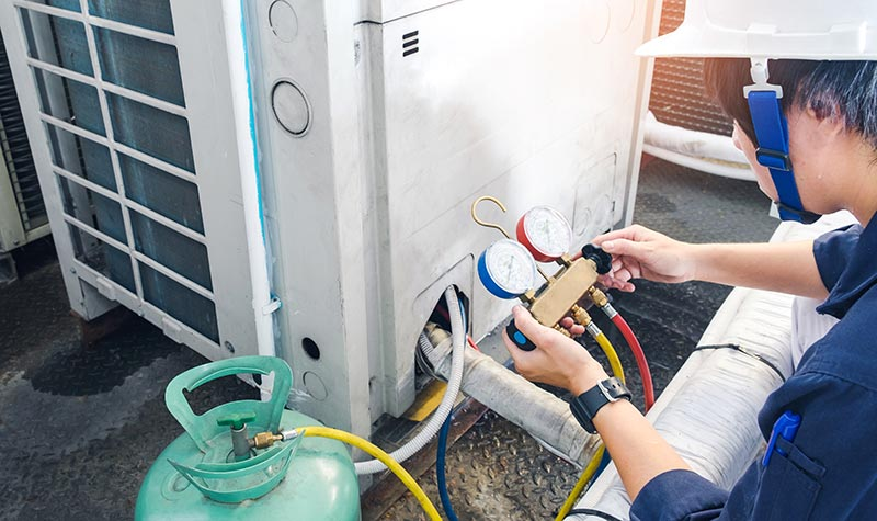 Servicing and air conditioning unit